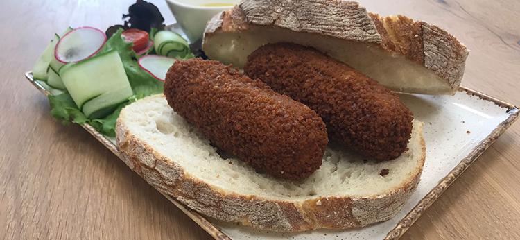 2 heerlijke kroketten op boerenbrood